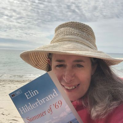 Mimi Schlichter Advocates for Elin Hilderbrand Picture